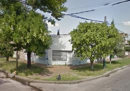 Foto Casa en Venta en  Banfield Este,  Banfield  Melo 905