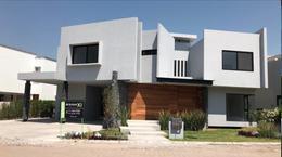 Foto Casa en Venta en  Fraccionamiento El Campanario,  Querétaro  Moderna casa a la venta en El Campanario