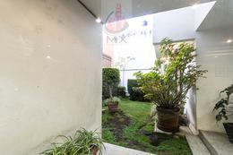 Foto Casa en Venta en  Lomas de Tecamachalco,  Huixquilucan  Casa en esquina en Tecamachalco