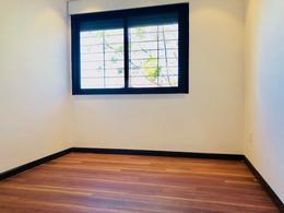 Foto thumbnail Casa en Venta en  Puerto Buceo ,  Montevideo  Estrene! A dos cuadras de rambla y del liceo Frances, muy bien ubicada.