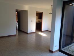 Foto Casa en condominio en Venta | Renta en  Santa Ana ,  San José  Casa en Condominio Familiar/ Céntrico/ Piscina