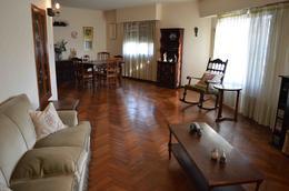 Foto Casa en Venta en  Adrogue,  Almirante Brown  Cecilia Borja al 100
