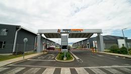 Foto Bodega Industrial en Renta en  Santa Rosa,  Santo Domingo  Complejo industrial de bodegas/Seguridad 24/7/Nuevas para estrenar