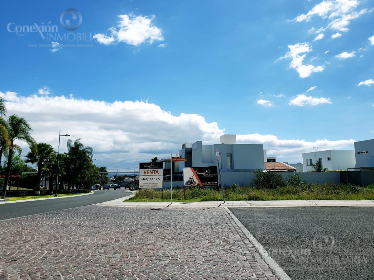 Foto Terreno en Venta en  Lomas de Juriquilla,  Querétaro          Terreno en Esquina, Sobre calle principal, Lomas de Juriquilla