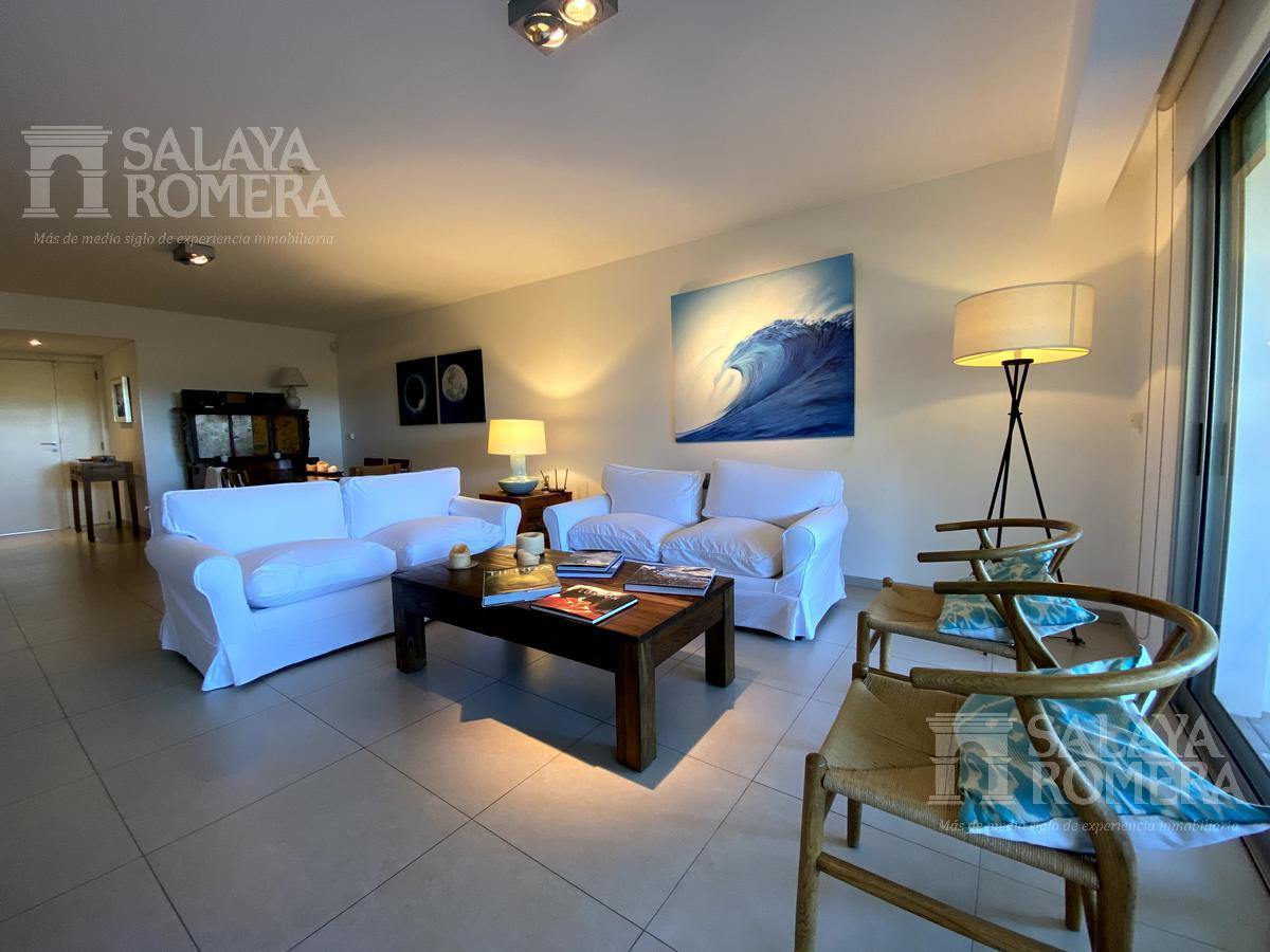 Foto Departamento en Venta | Alquiler temporario en  Playa Brava,  Punta del Este  Venta y  alquiler apartamento de  3 dormitorios 3 baños a metros de Playa Brava, Punta del Este