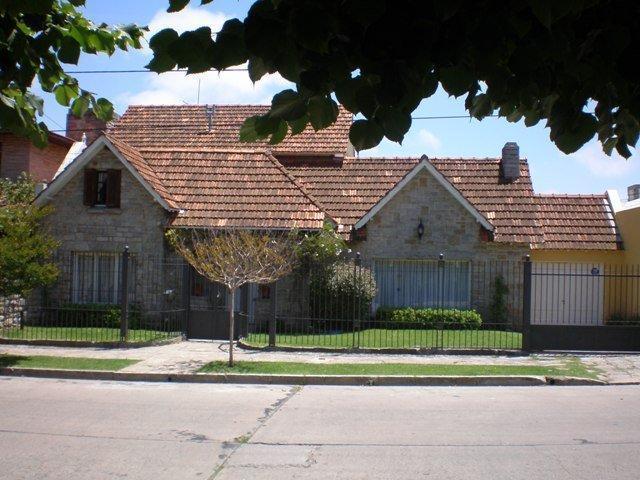 Foto Casa en Alquiler temporario en  Stella Maris,  Mar Del Plata  Viamonte 2663