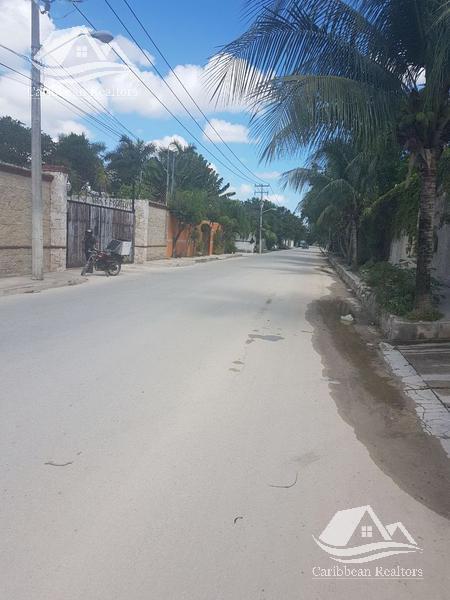 Foto Terreno en Venta en  Colegios,  Cancún  Terreno en Venta en Cancún/Fraccionamiento Colegios