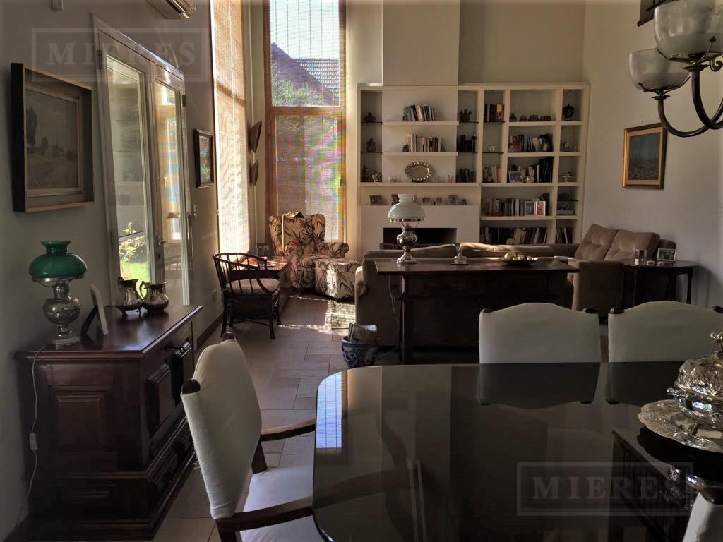 Muy linda casa de 259 mts (cub   semic) en barrio cerrado Villa Rosa