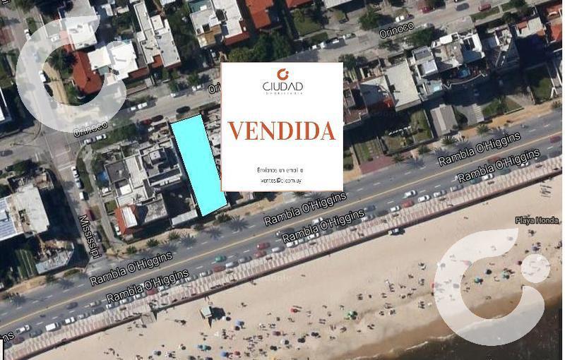 Foto Casa en Venta en  Malvín ,  Montevideo  Casas o terrenos, ideal proyecto aptos o PHs.