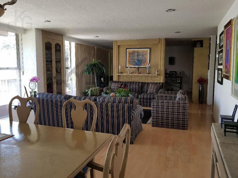 Foto Casa en condominio en Venta en  Lomas de Tecamachalco,  Naucalpan de Juárez  SKG Asesores Inmobiliarios Vende casa duplex con 4 recámaras en Tecamachalco