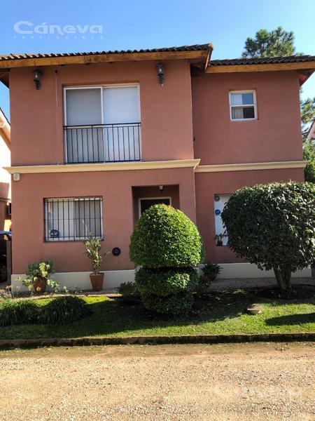 Foto Casa en Venta en  Casas del Prado,  Countries/B.Cerrado (Pilar)    CASAS DEL PRADO , LINDISIMA CASA 3 DORM, 1 ESCRITORIO, GAL CUBIERTA, PARRILLA, JARDIN