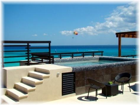 Foto Departamento en Venta en  Playa del Carmen ,  Quintana Roo  Departamento frente a la Playa en venta en  Aldea Thai, Playa del Carmen P931