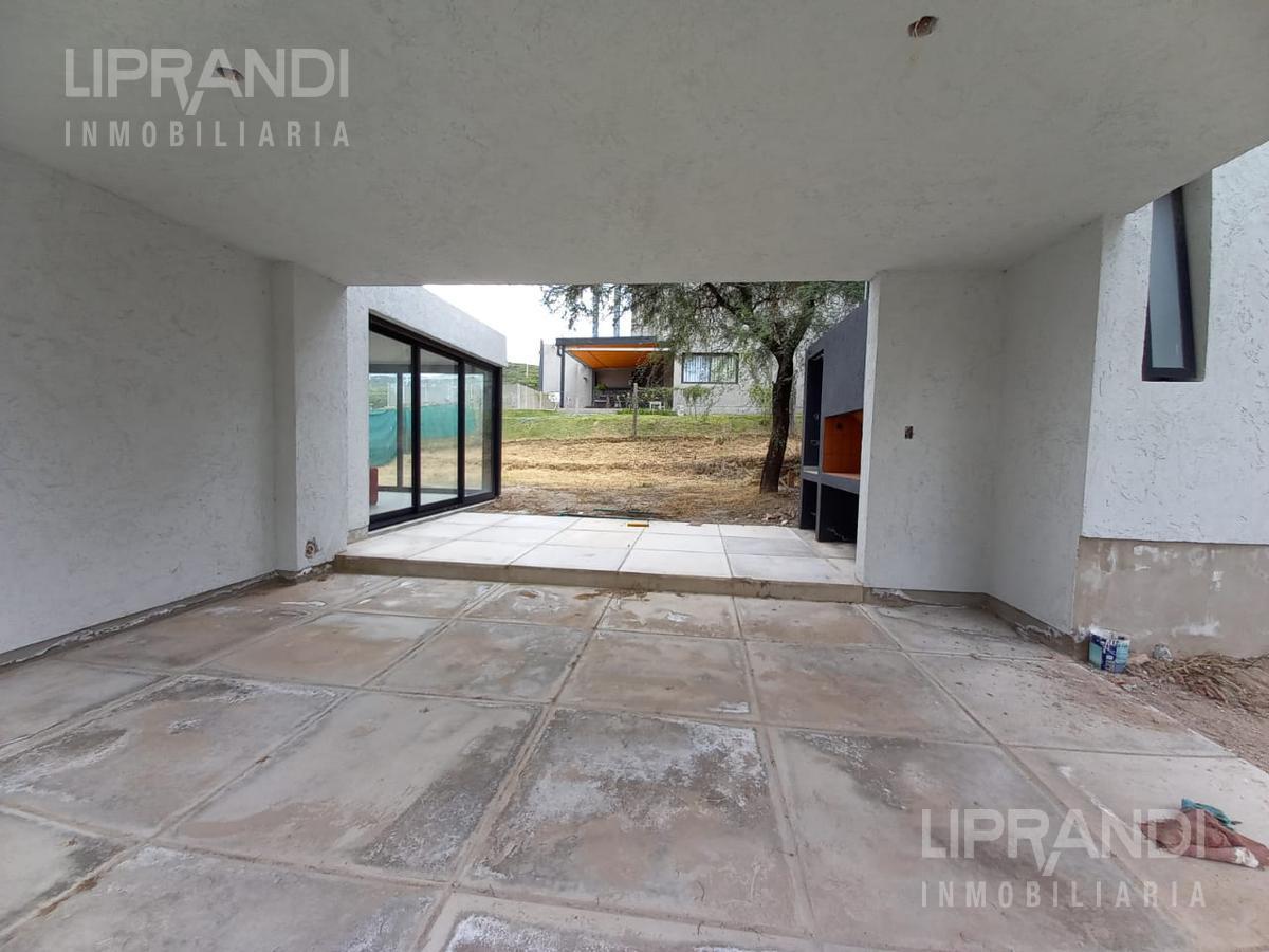 Foto Casa en Venta en  La Cuesta,  Countries/B.Cerrado (Cordoba)  Av. EJERCITO ARGENTINO al 300  - RECIBE MENOR -