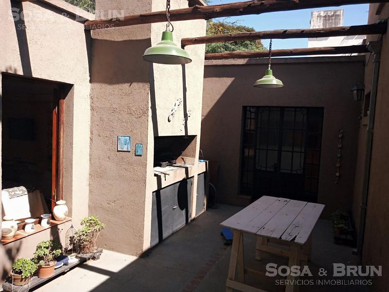 Foto Casa en Venta en  Villa Allende,  Cordoba Capital  VILLA ALLENDE VENDO CASA DE 3 DORMITORIOS JARDIN Y PILETA