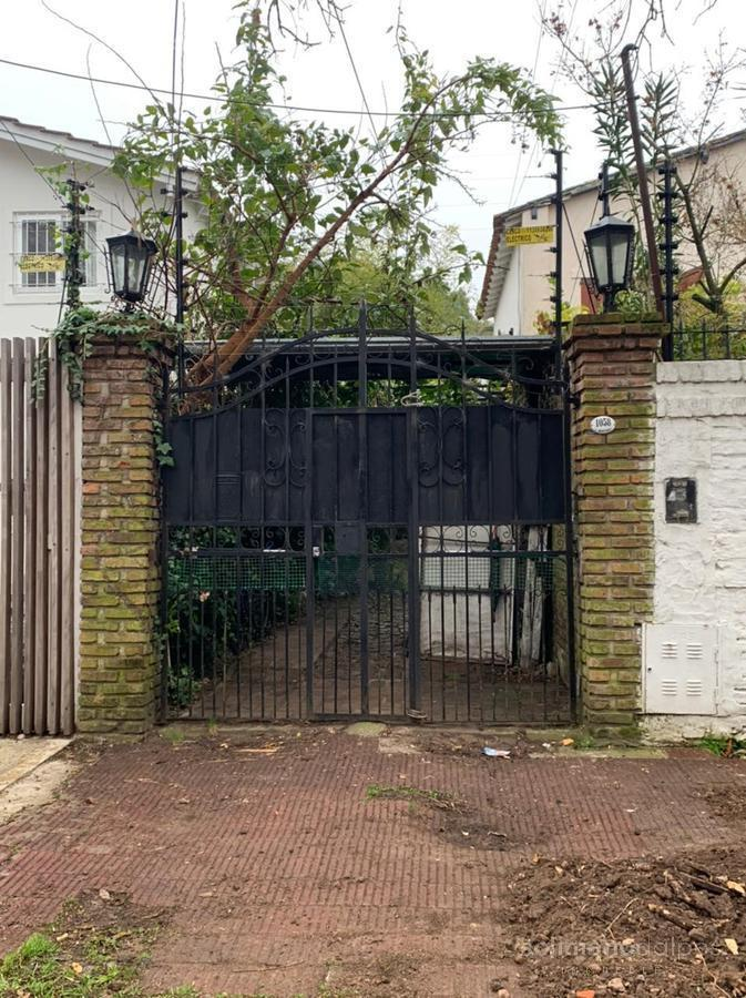 Foto Casa en Venta   Alquiler en  Mart.-Vias/Libert.,  Martinez  ladislao martinez al 1000