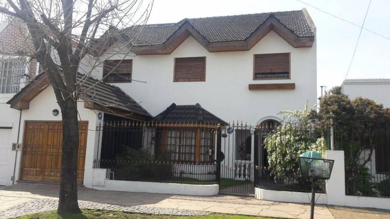 Foto Casa en Venta en  Lomas De Zamora,  Lomas De Zamora  12 De Octubre  200