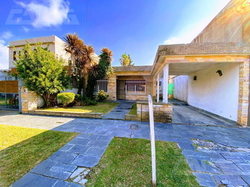 Foto Casa en Venta en  Ituzaingó Sur,  Ituzaingó  24 de Octubre al 2100