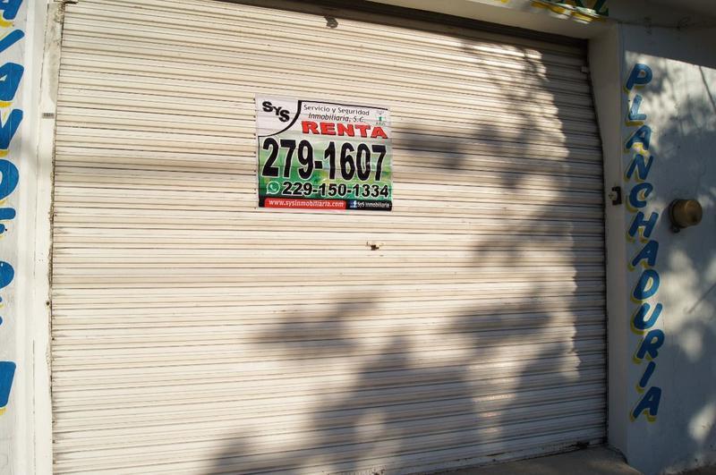 Foto Local en Renta en  Fraccionamiento Flores Del Valle,  Veracruz  Local comercial en Av. principal en Col. Flores del Valle