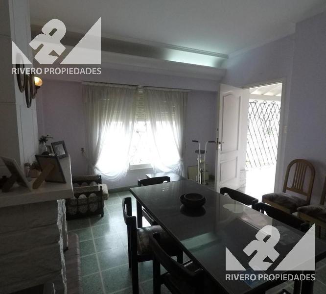 Foto Casa en Venta en  Moron Sur,  Moron  Julián Pérez  100