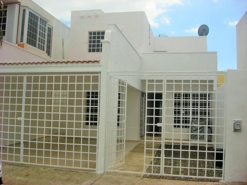Foto Casa en Venta en  Playa del Carmen ,  Quintana Roo  CASA EN LA TOSCANA EN VENTA PLAYA DEL CARMEN P2714