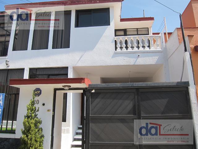 Foto Casa en Venta en  Lomas del Huizachal,  Naucalpan de Juárez  La Herradura cerca (Huizachal) Acogedora casa con jardin en excelente conservacion