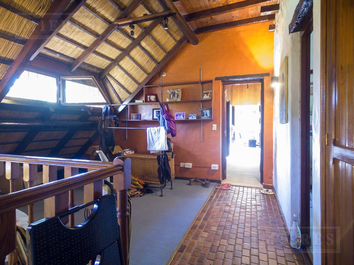 Casa en venta en Lomas Jockey con excelente jardín