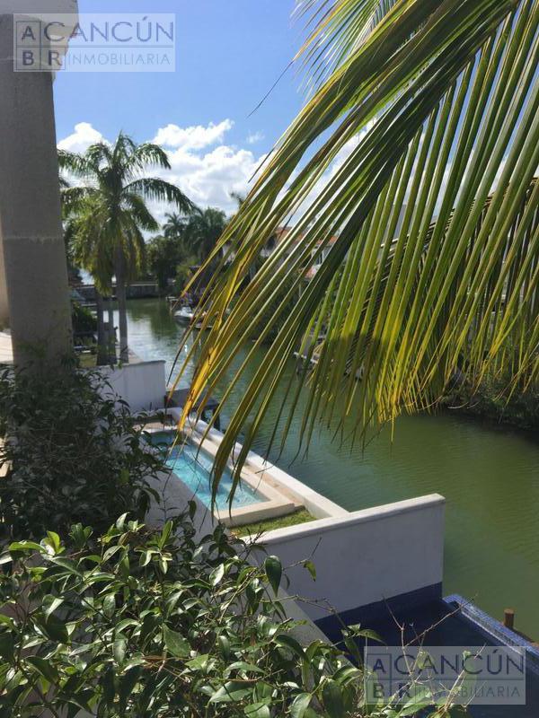 Foto Casa en Venta en  Cancún ,  Quintana Roo  .Casa a Canal, CON MUELLE en Isla Dorada