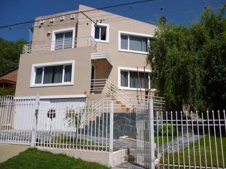 Foto Casa en Venta en  Villa Carlos Paz,  Punilla  No lo Dejes Pasar ! Villa Carlos Paz - Mts Centro - Comodidad al 100%