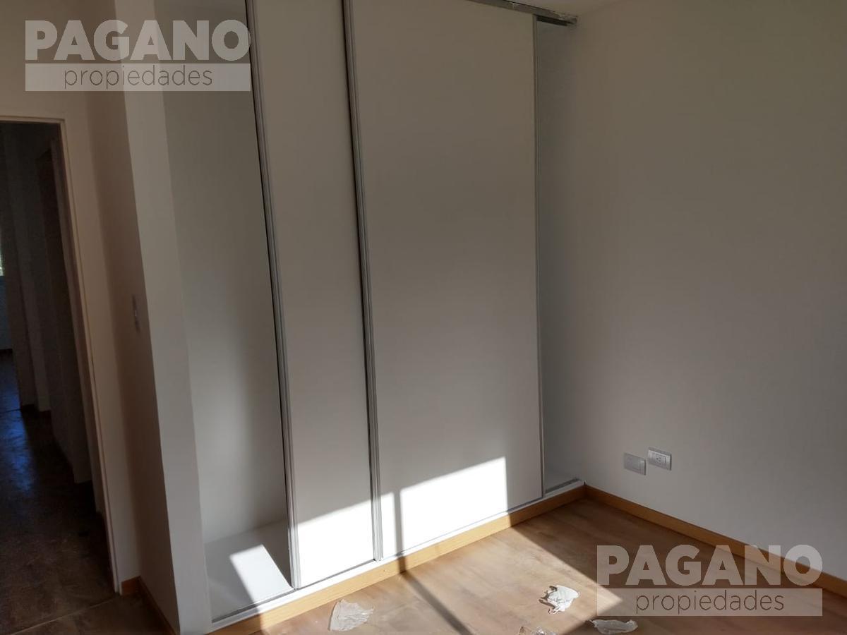 Foto PH en Venta en  La Plata ,  G.B.A. Zona Sur  136 e/ 42 y 43