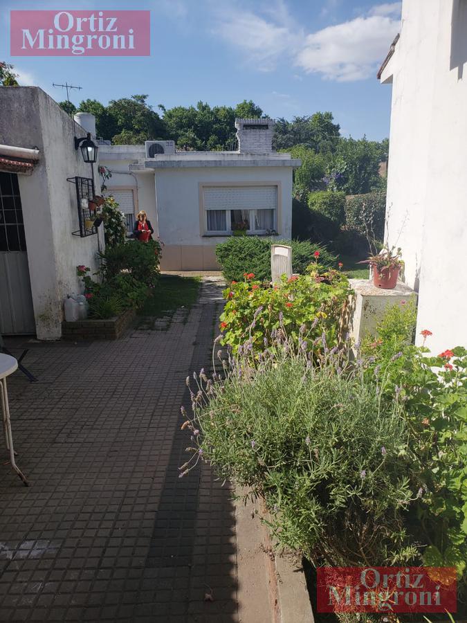 Foto Casa en Venta en  Burzaco,  Almirante Brown  Alsina al 700