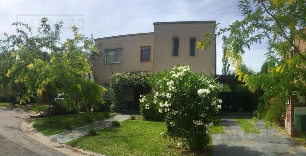 Casa en venta en el Barrio  El Atardecer