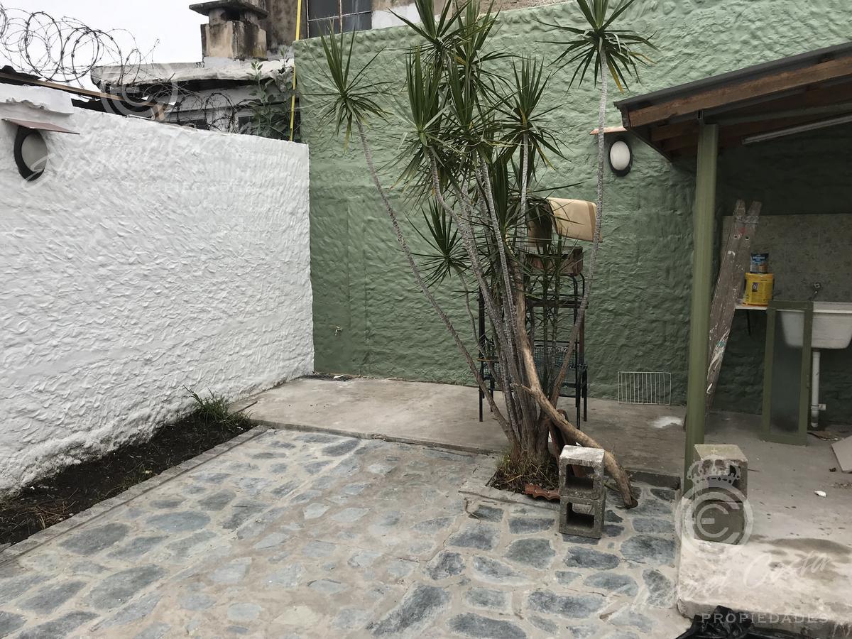 Foto PH en Alquiler en  Lanús Este,  Lanús  Ayacucho al al 1200