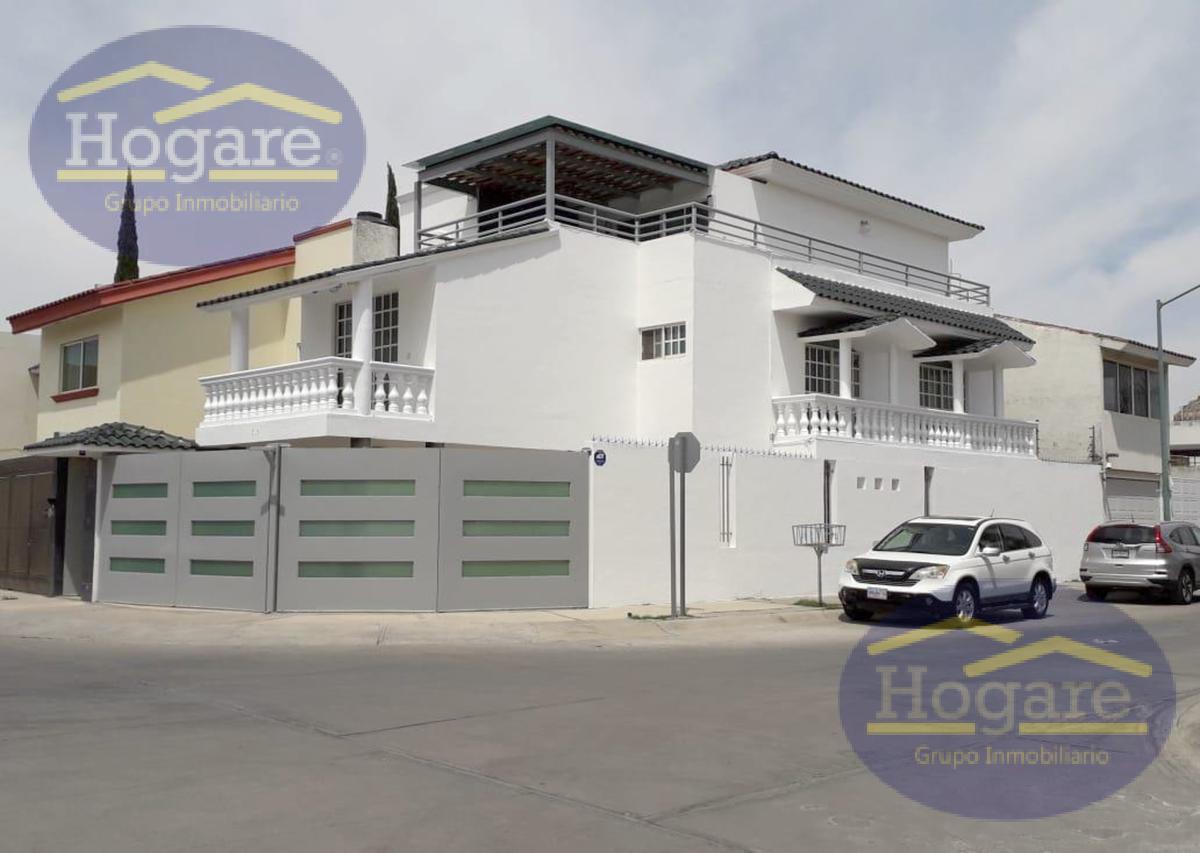 Casa en Venta en León, Gto. Fraccionamiento Puerta San Rafael, 4 recámaras, dentro deprivada
