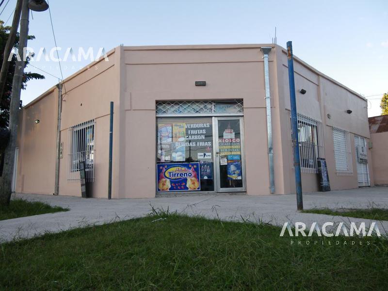 Foto Local en Venta en  Monte Grande,  Esteban Echeverria  Alsina 995/999