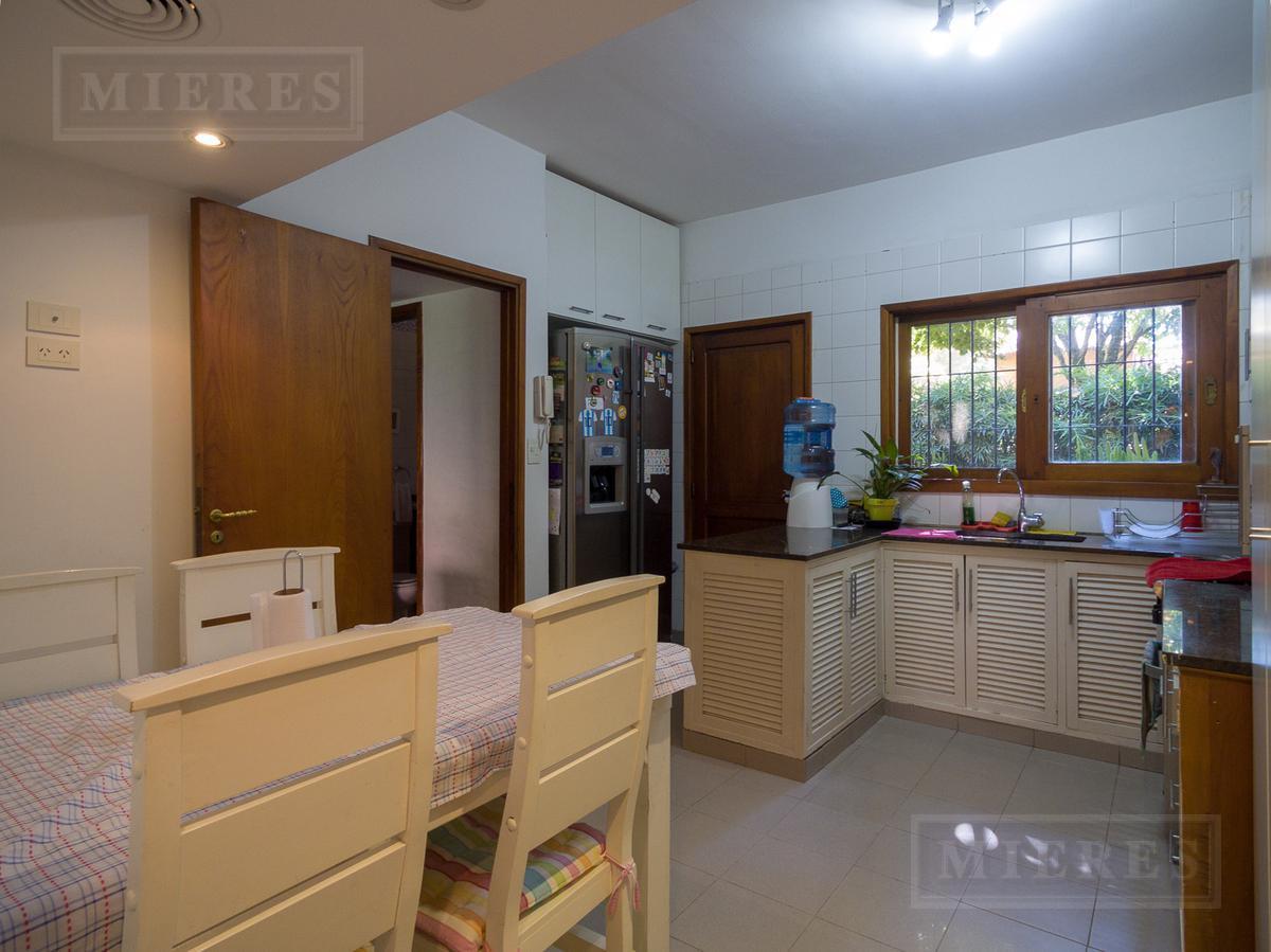 Casa en venta  -  Lomas de San Isidro