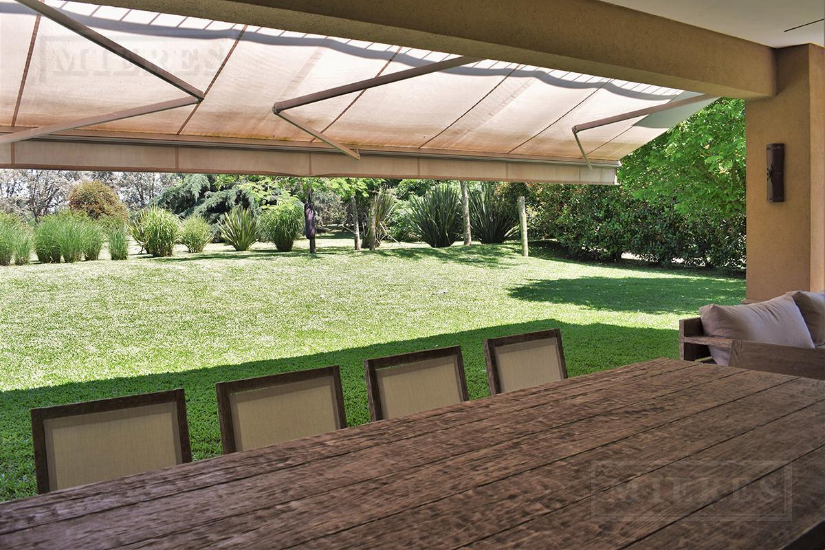 Casa de 396 mts. en Ayres de Pilar