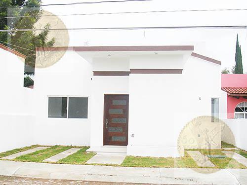 Foto Casa en Venta en  Fraccionamiento Residencial Haciendas de Tequisquiapan,  Tequisquiapan  Funcional, con buena luz natural