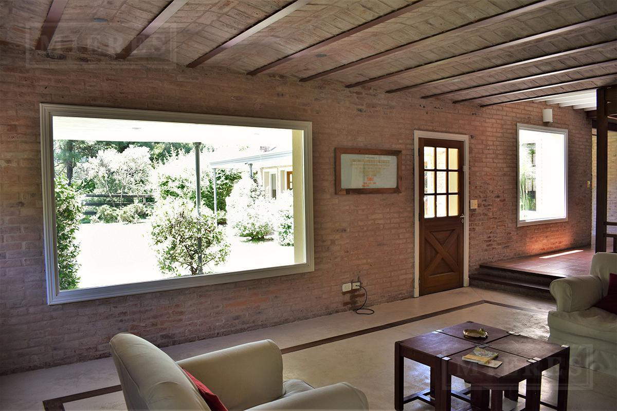 Casa de 165 mts cub  y 68 mts semic, en Lomas de Fatima