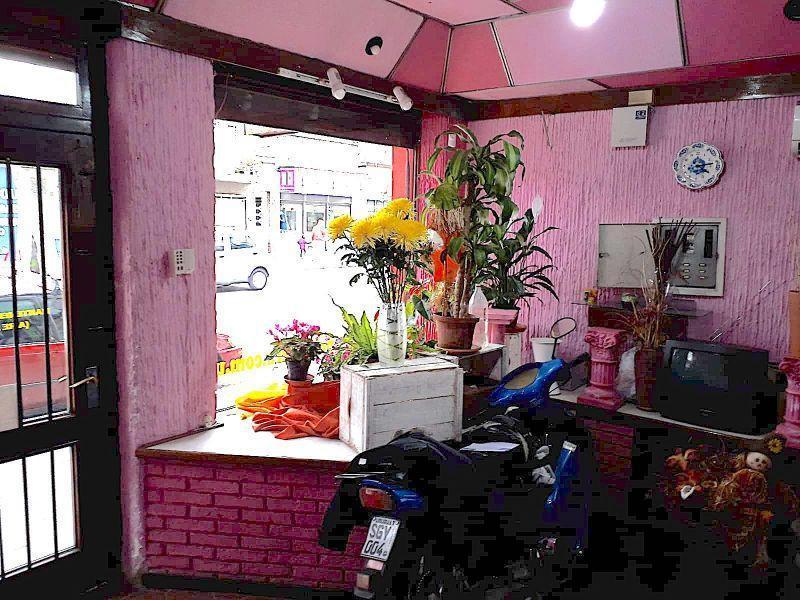 Foto Local en Venta en  La Comercial ,  Montevideo  Justicia 2100