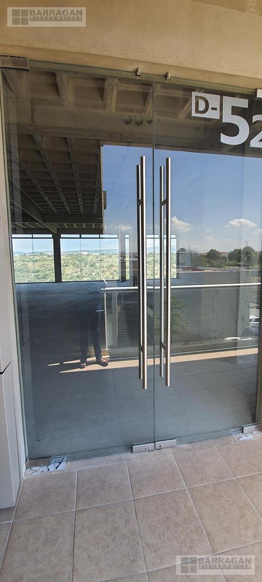 Foto Local en Renta en  Fraccionamiento El Campanario,  Querétaro  Locales u Oficinas en Renta Plaza 99 El Campanario, Querétaro