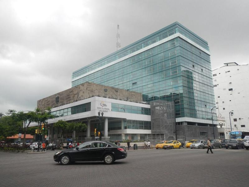 Foto Local Comercial en Alquiler en  Centro de Guayaquil,  Guayaquil  ALQUILER DE LOCAL EN AVENIDA 9 DE OCTUBRE