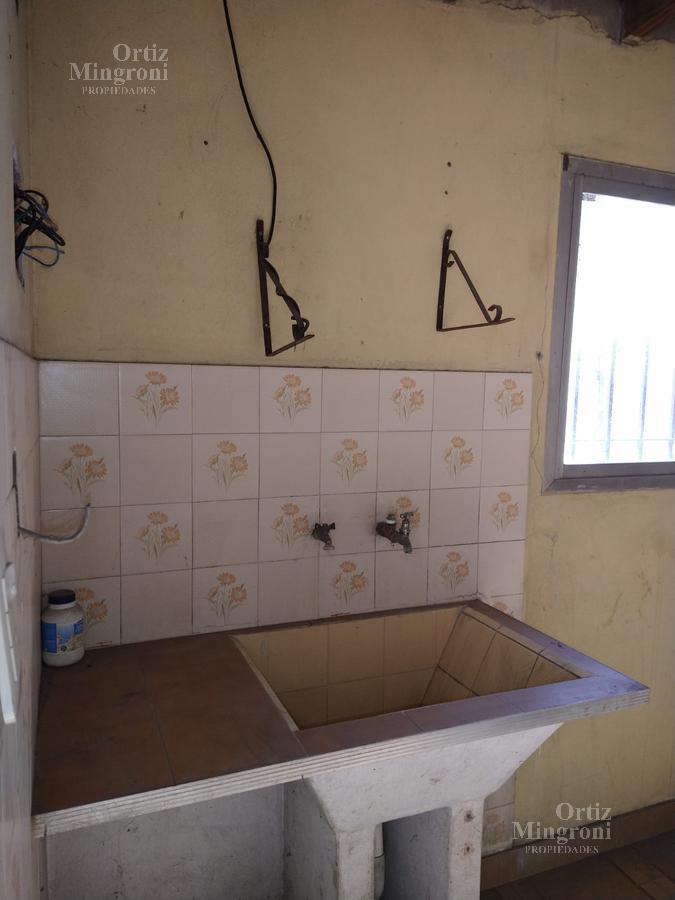 Foto Casa en Alquiler en  Lomas de Zamora Oeste,  Lomas De Zamora  Gregoria Perez al 700