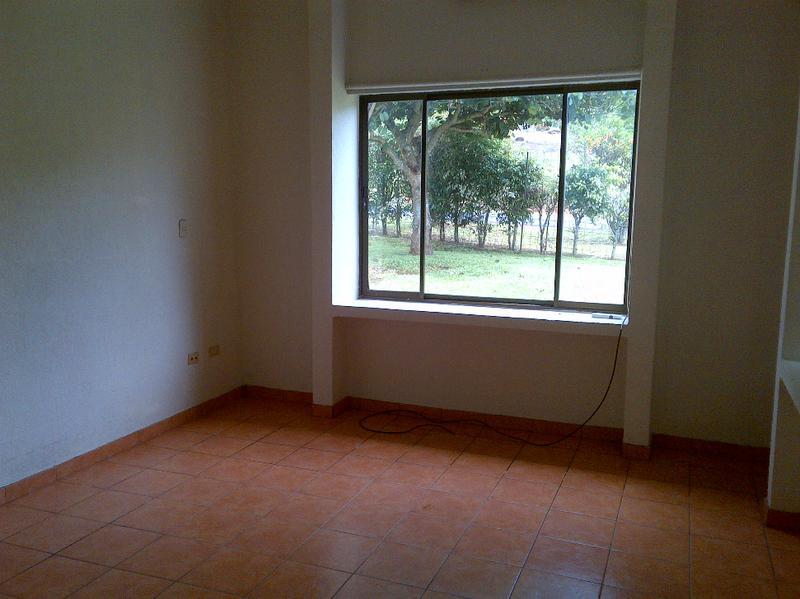 Foto Casa en Venta en  Guacima,  Alajuela  CASA UNA PLANTA EN HACIENDA LOS REYES, RODEADA DE  AREAS VERDES, VISTAS, PARA REMODELAR Y CRECER.