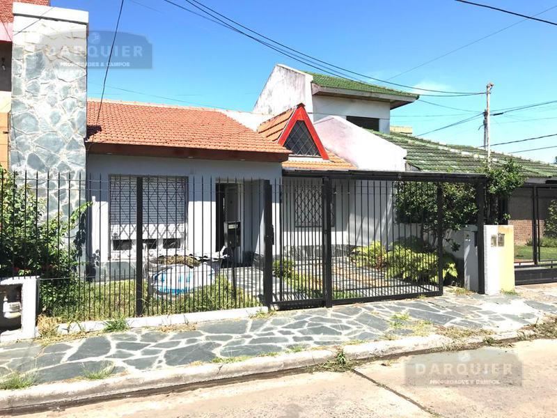 Foto Casa en Venta en  Adrogue,  Almirante Brown  DE KAY  416