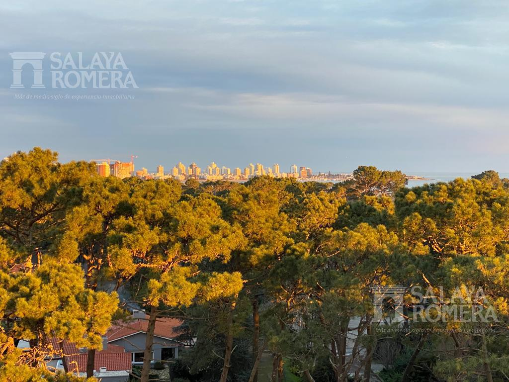 Foto Departamento en Venta en  Roosevelt,  Punta del Este  Espectacular apartamento en Zona Roosevelt, 3 dormitorios, 2 baños, vistas despejadas al mar! Torre moderna con servicios!