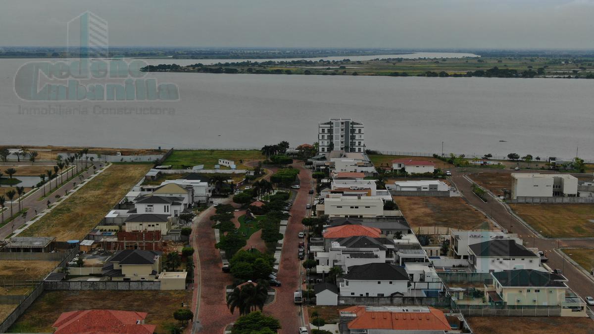 Foto Terreno en Venta |  en  Samborondón,  Guayaquil  VENTA DE TERRENO MULTIFAMILIAR EN ISLA MOCOLI