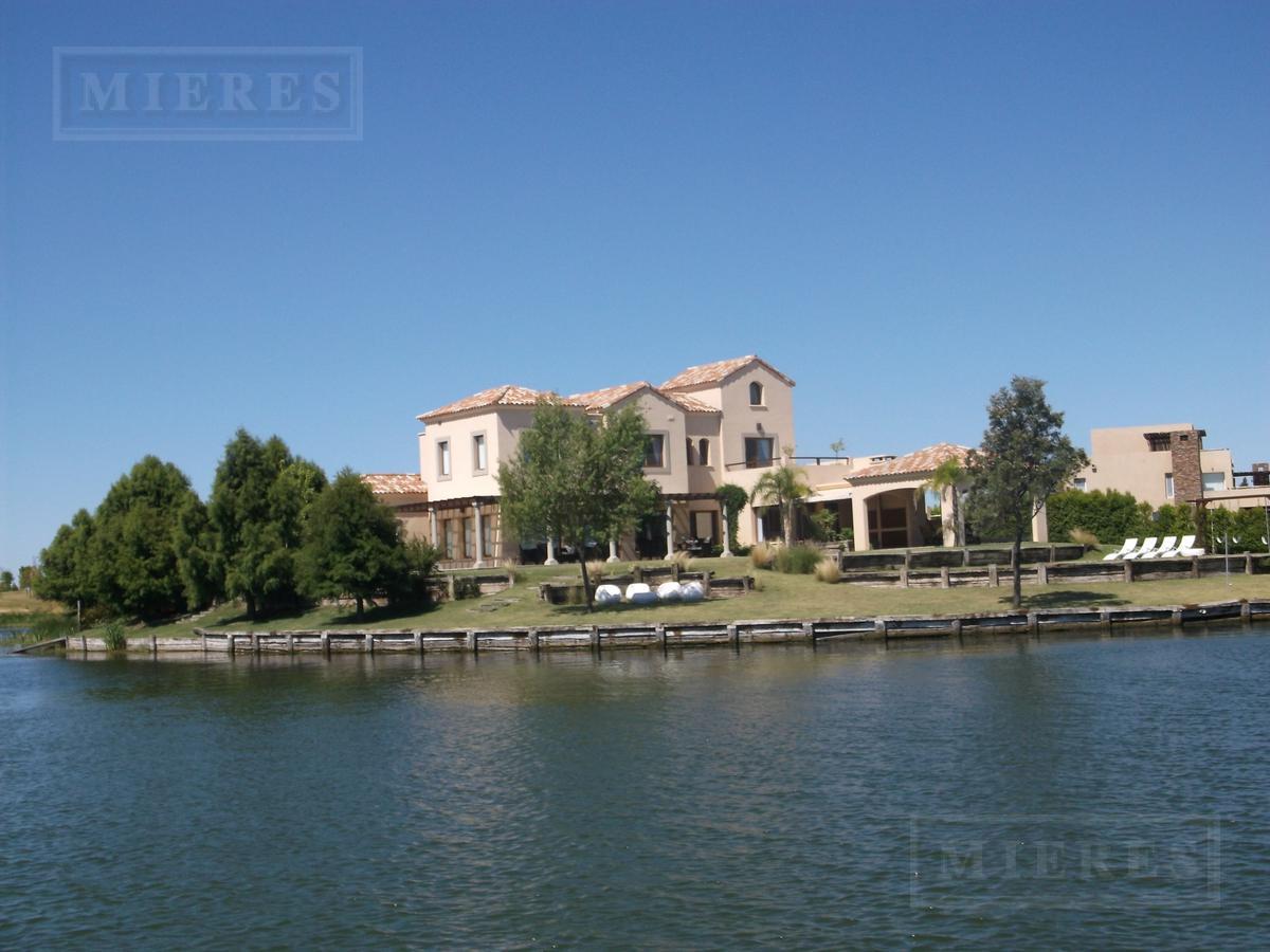 Casa en Alquiler- El Golf Nordelta - Lote de 1700m2 al agua con Muelle
