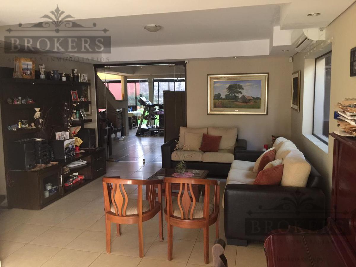 Foto Casa en Venta en  Manorá,  Santisima Trinidad   Vendo Casa de Cuatro Dormitorios en Barrio Manora