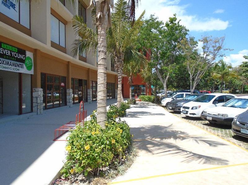 Foto Local en Venta en  Solidaridad,  Playa del Carmen  VENTA Locales Comerciales en Playacar Playa del Carmen P2267