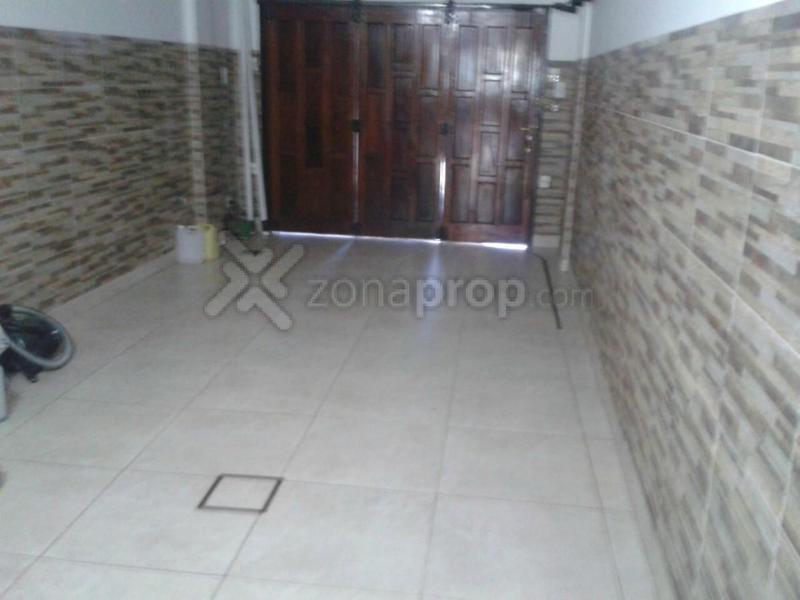 Foto Casa en Venta en  Lomas De Zamora,  Lomas De Zamora  Castelli 2300